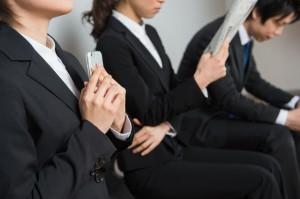 内定時に企業が就活終了を強要と7割の大学に学生が相談