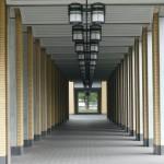 私立大学の初年度納付金131万円、文部科学省調べ