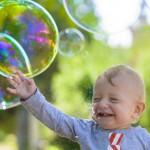 中央大学など、世界初、青と緑を区別する乳児の脳活動を証明