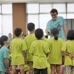 学生が外国人ボランティアとサマースクールを運営 明星大学