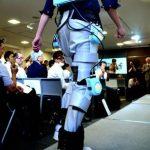 信州大学が日本初のズボン型「はくロボット」開発に成功