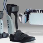 早稲田大学、広島大学ら 医工連携で超小型軽量の歩行支援ロボットを開発