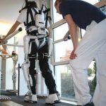指定難病患者に、世界初のロボット治療機器を使った保険治療開始 近畿大学